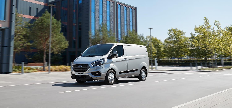 Zijkant Ford bedrijfswagen elektrisch