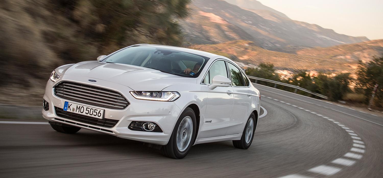Ford Mondeo Hybrid linksvoor