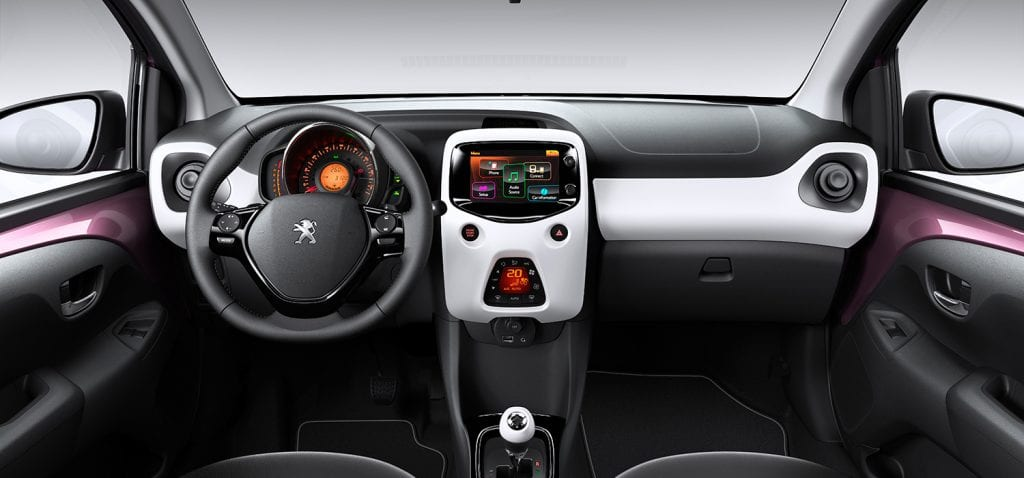 Peugeot 108 dashboard inclusief touchscreen