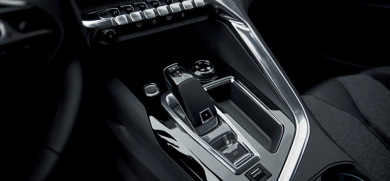 Peugeot 3008 SUV interieur dashboard toetsen